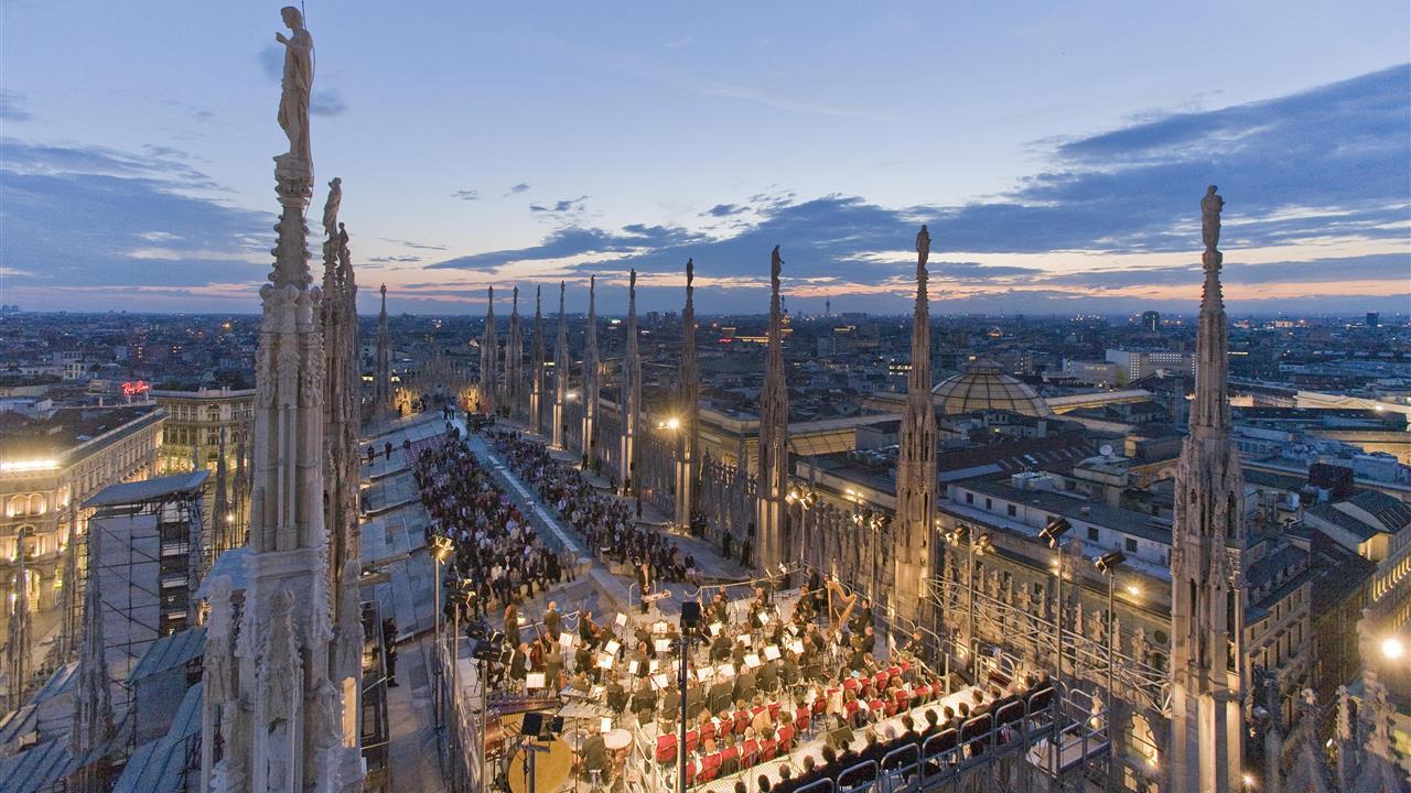 Milano unveiled duomo patrons italiano for Bar madonnina milano